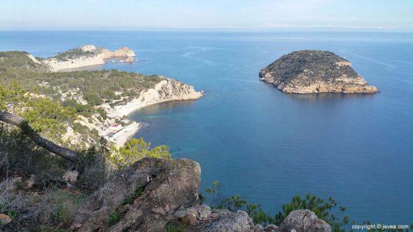vista de la isla del portitxol desde el mirador la falzia