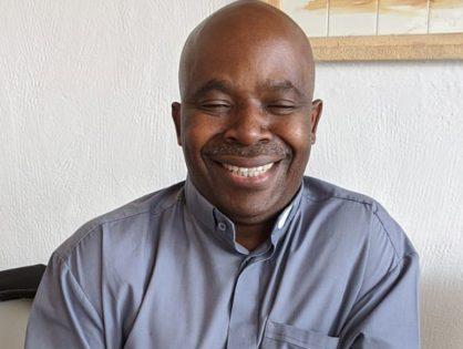 Conoce el proyecto del padre Juan Berchmans, fundador de la ONG Rafiki África en Uganda